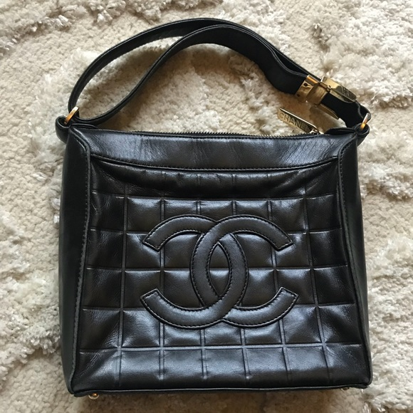 f9c86d6718ab CHANEL Handbags - 💯CHANEL Chocolate Bar Quilted Shoulder Clutch